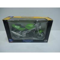 Moto Triumph 1/12 New Ray