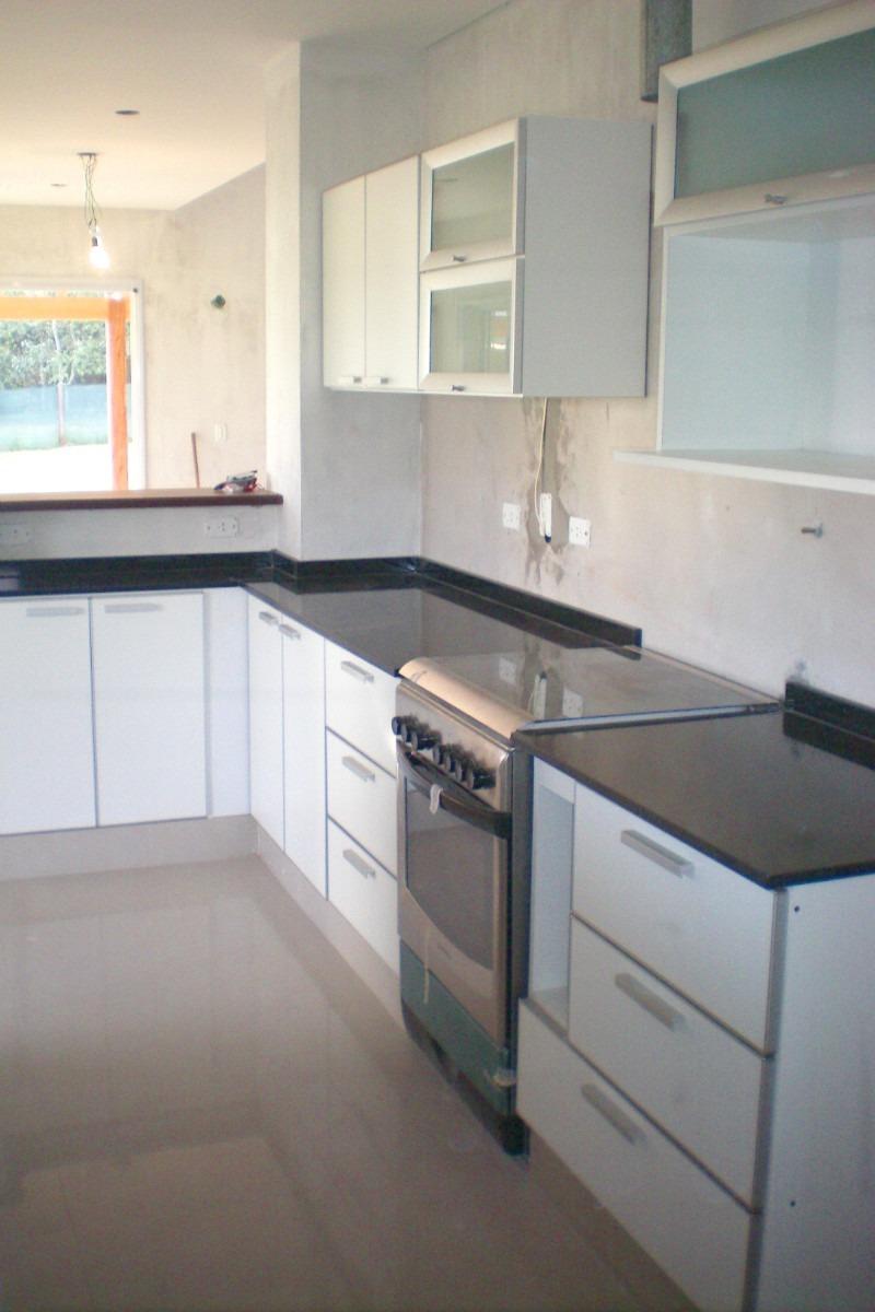 Fabrica de muebles de algarrobo en isidro casanova for Medidas muebles bajos cocina