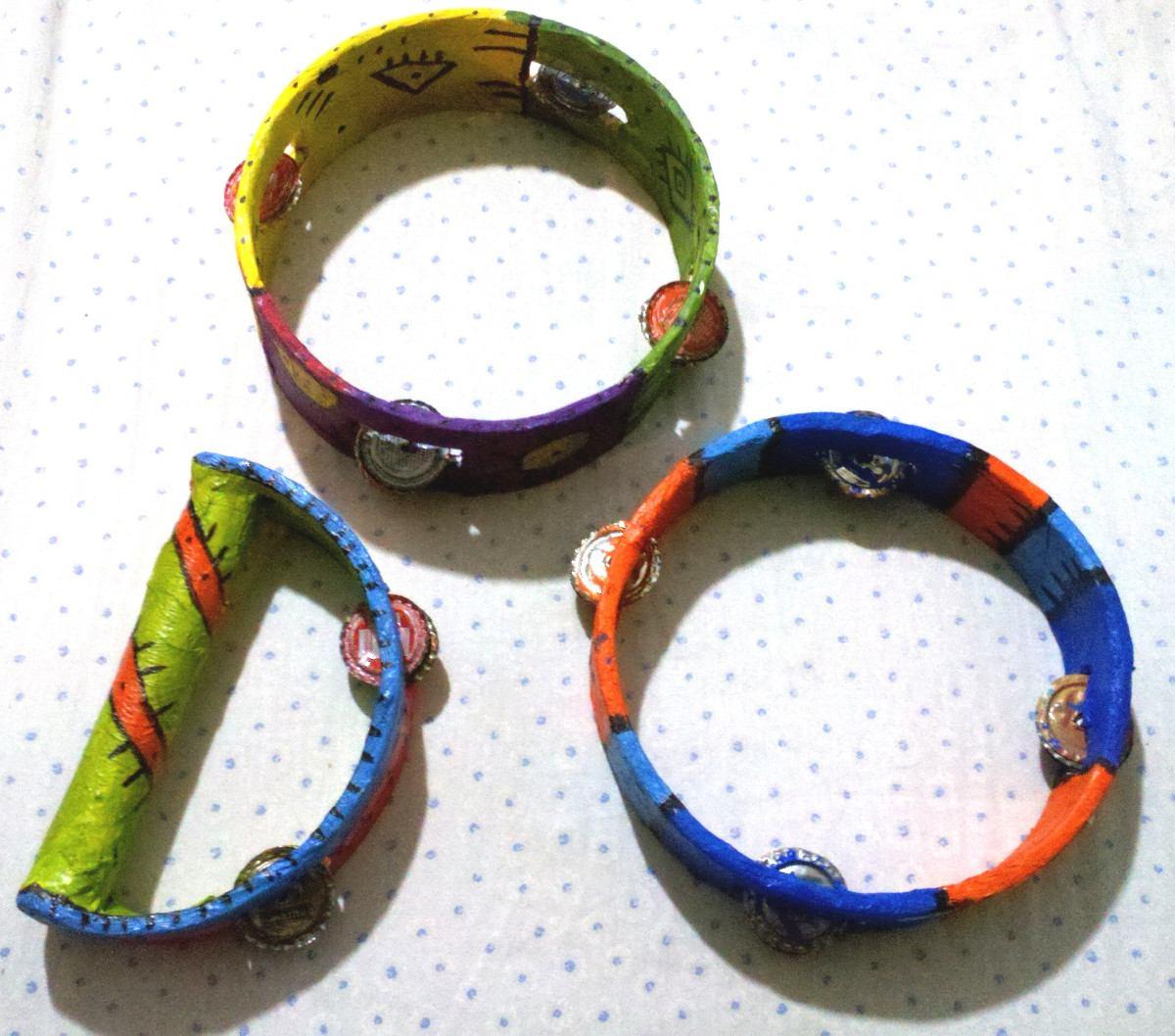 pandereta materiales aros plasticos castañuelas cintas de colores