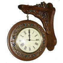Reloj Decorativo Doble Faz De Colgar En Madera Y Metal Y Pie
