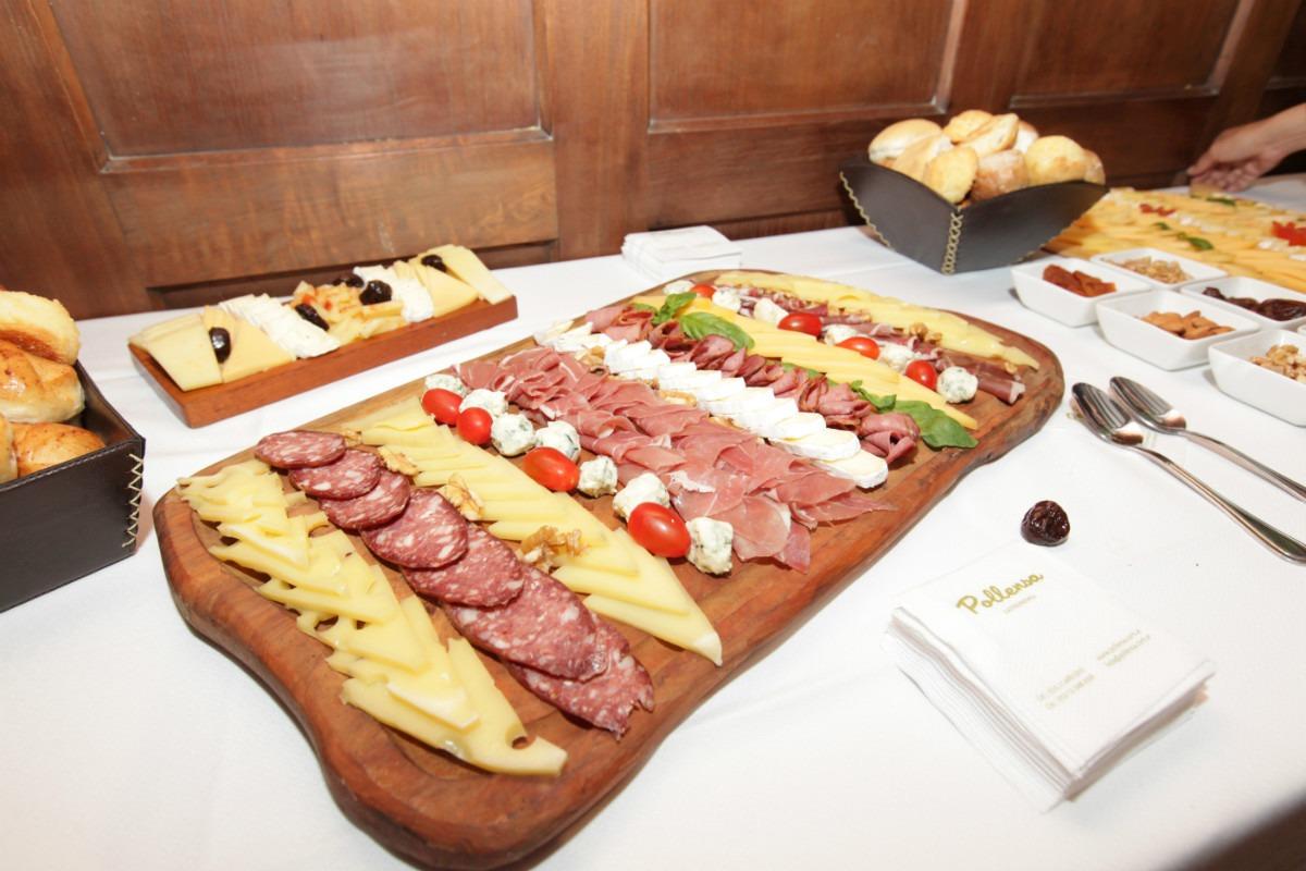 Picadas artesanales fiambres quesos dips y pan saborizado - Decoracion de platos ...