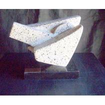 Escultura Hecha De Granito Formas Geometricas