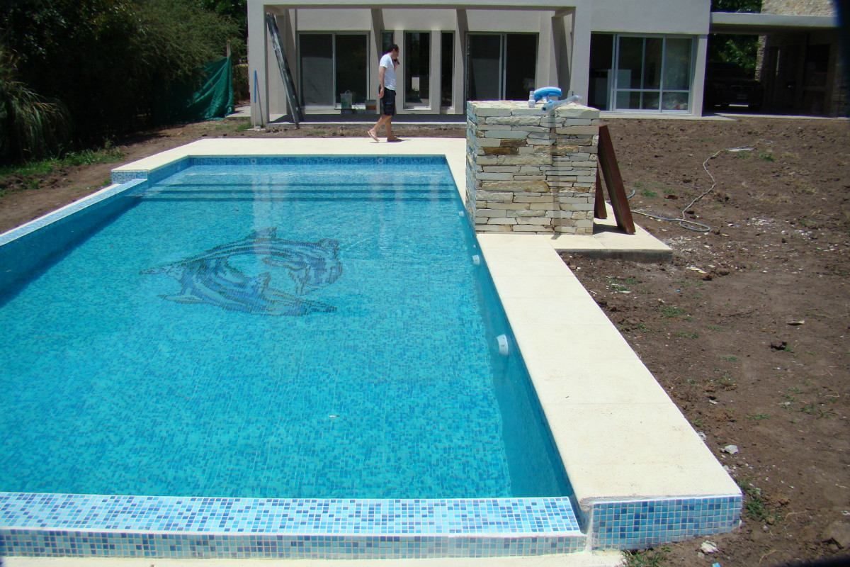 Piscinas en hormigon armado 2500 mt2 mor n for Piscina hormigon armado