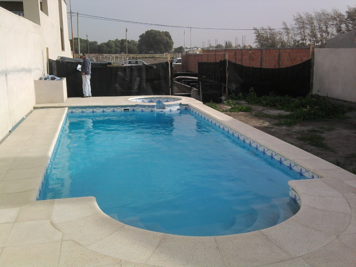 Piscinas en hormigon armado mor n for Costo piscinas hormigon