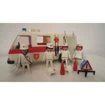 Playmobil Enfermeros Y Ambulancia