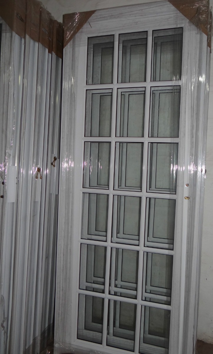 Puerta exterior aluminio blanco refozada repartido 80x200 - Puertas de aluminio exteriores ...