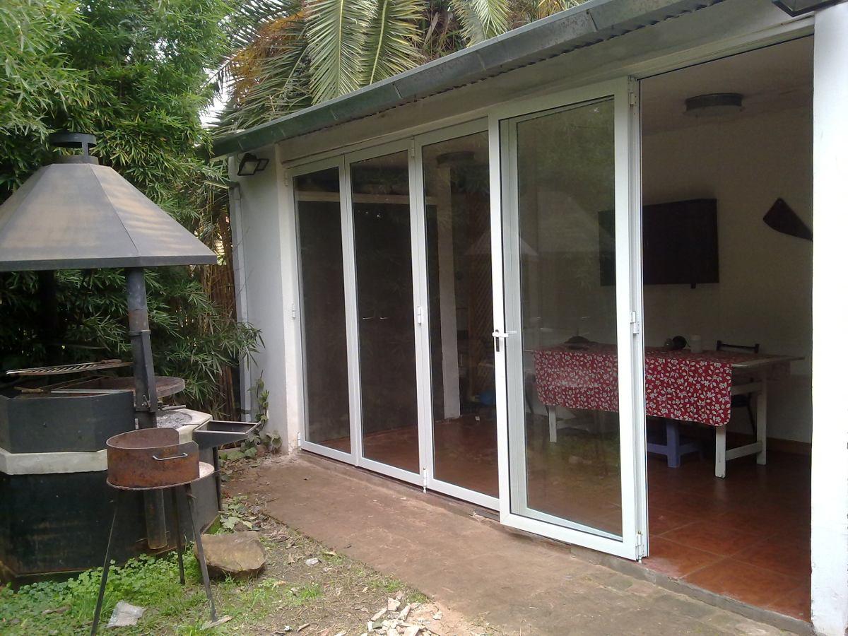 Puertas plegables de aluminio y vidrio hurlingham en Puertas plegables de aluminio