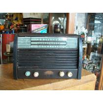 Antigua Radio De Madera A Valvulas