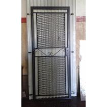 Puerta Reja De Malla Metal Despleagdo Con Marco