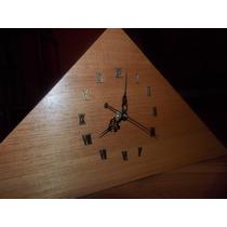 Reloj Triangular Artesanal,