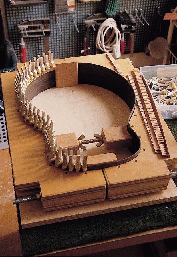 Reparacion de guitarras bajos y cuerdas en general for Guitarras de luthier