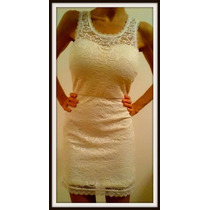 Vestido De Encaje Con Esplada Descubierta En Blanco Y Negro