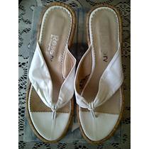 Sandalia Tipo Ojota Blancas Con Pequeña Plataforma De Corcho