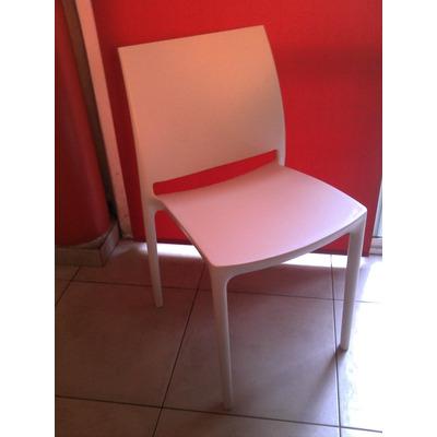 Modernas sillas pl sticas dise o valencia taller tercer for Sillas plasticas comedor