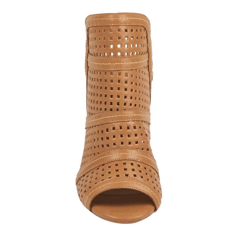 Sandalia tacón camel con perforaciones  016489