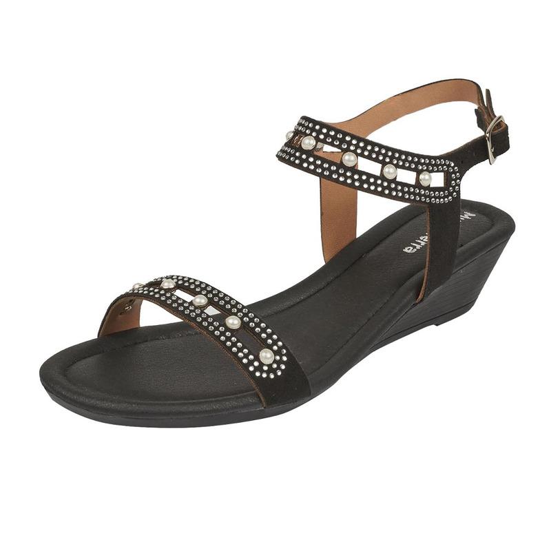 Sandalia plataforma negra con perlas  016702
