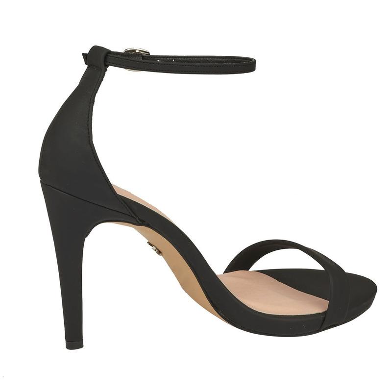 Sandalia tacón negra con pulsera 013312