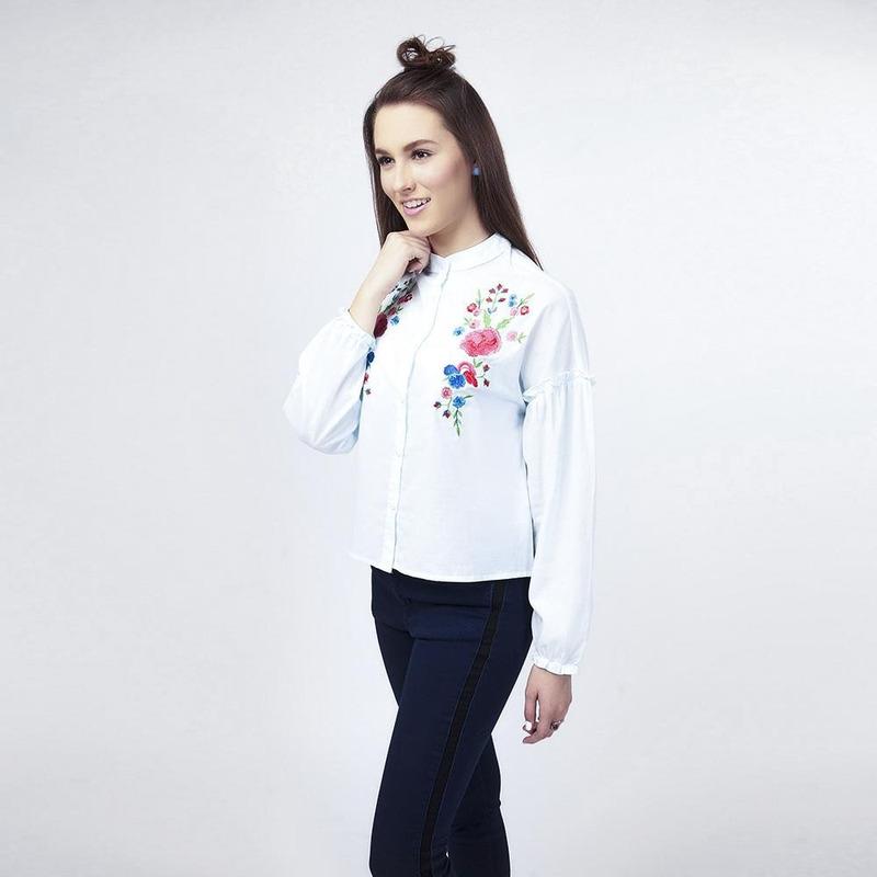 Blusa Blanca Con Detalle Floral 017092