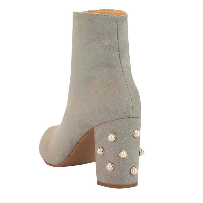 Botín tacón gris con perlas  016424