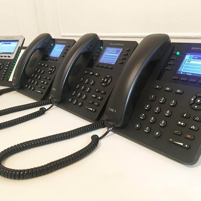 4 Teléfonos IP con línea rotativa listos pa...