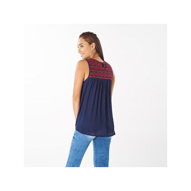Blusa azul bordada sin manga 019100