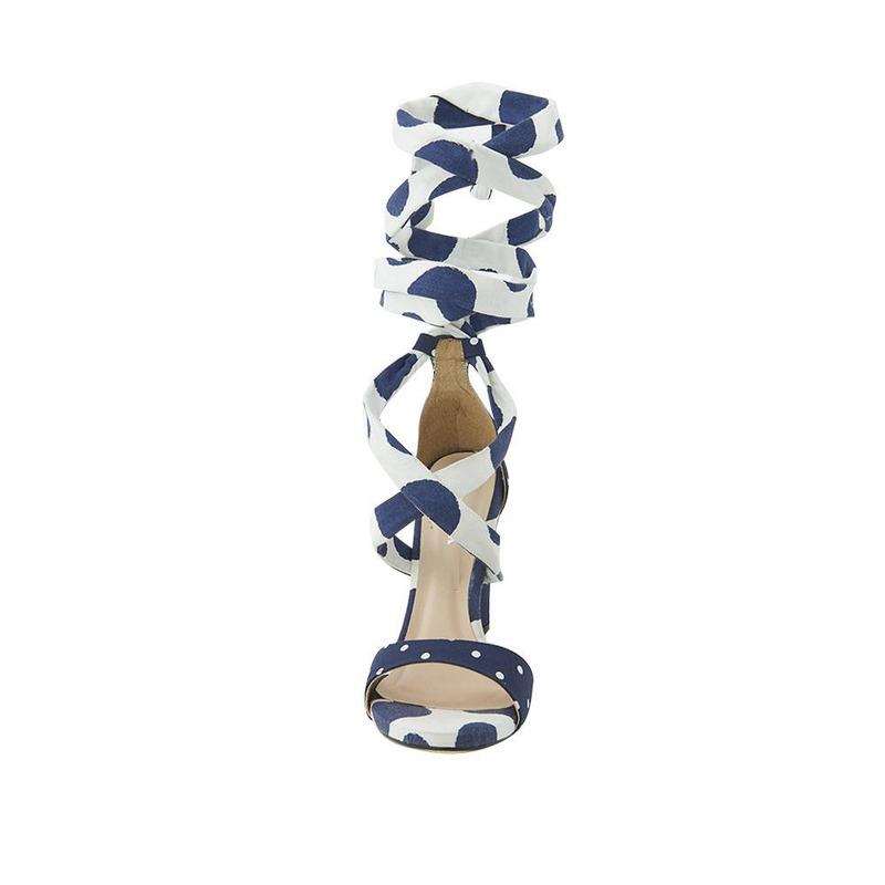 Sandalia De Tacón Azul Estampada Con Pulsera 020396