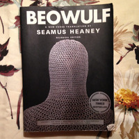 Seamus Heaney (translator).  BEOWULF.