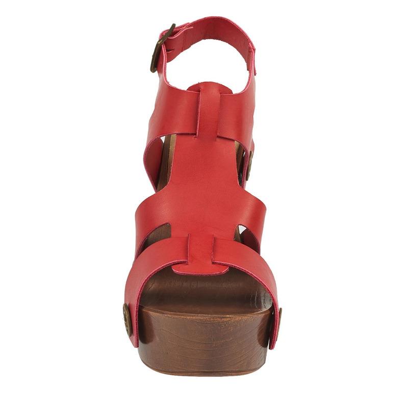 Sandalia plataforma roja con aberturas 016795