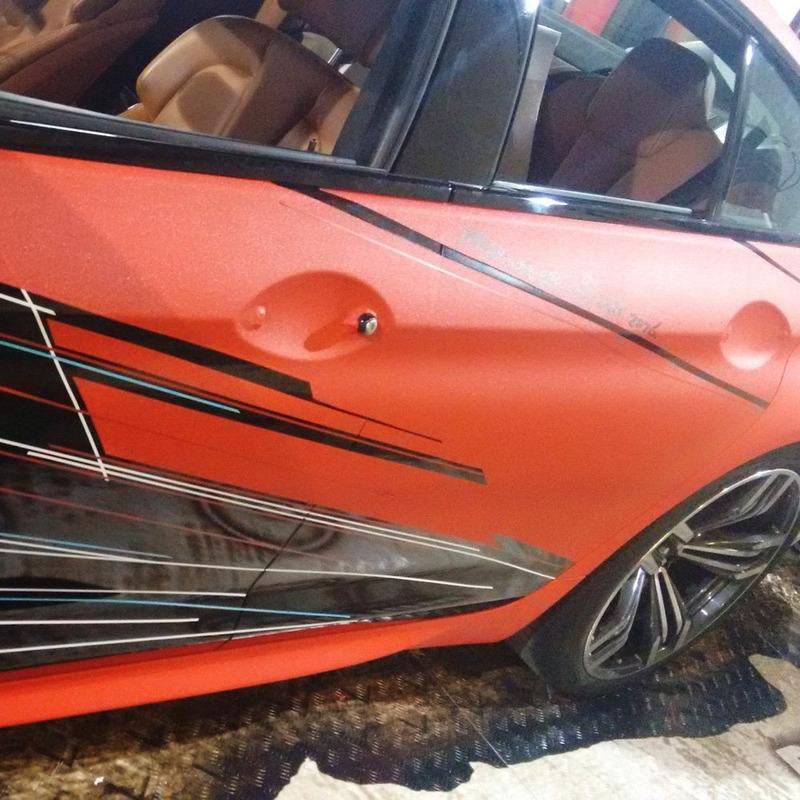 Adesivo para envelopamento automotivo jateado vermelho larg. 1,38 m