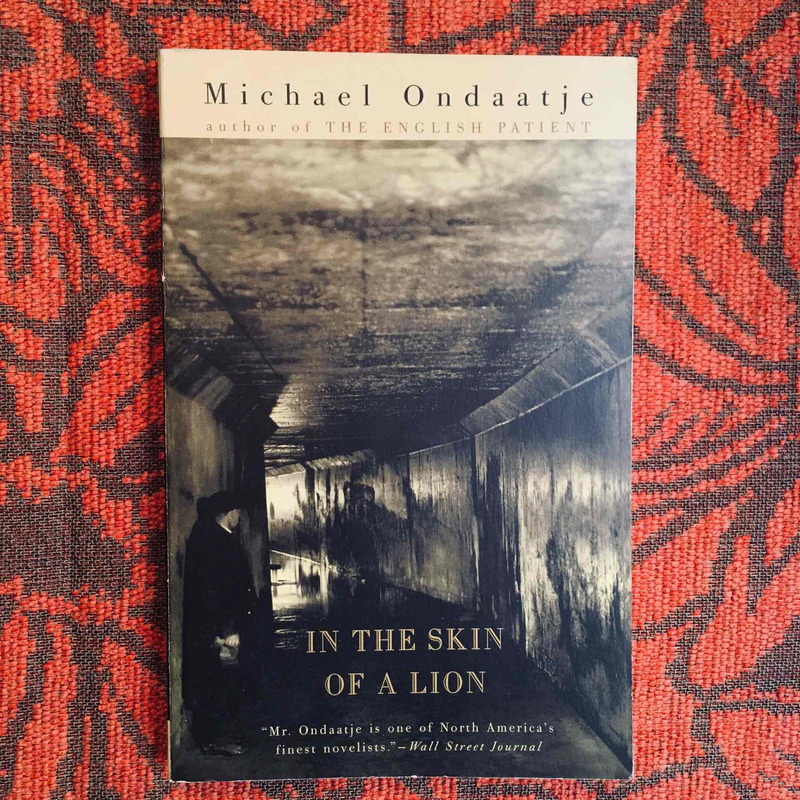 Michael Ondaatje. IN THE SKIN OF A LION.