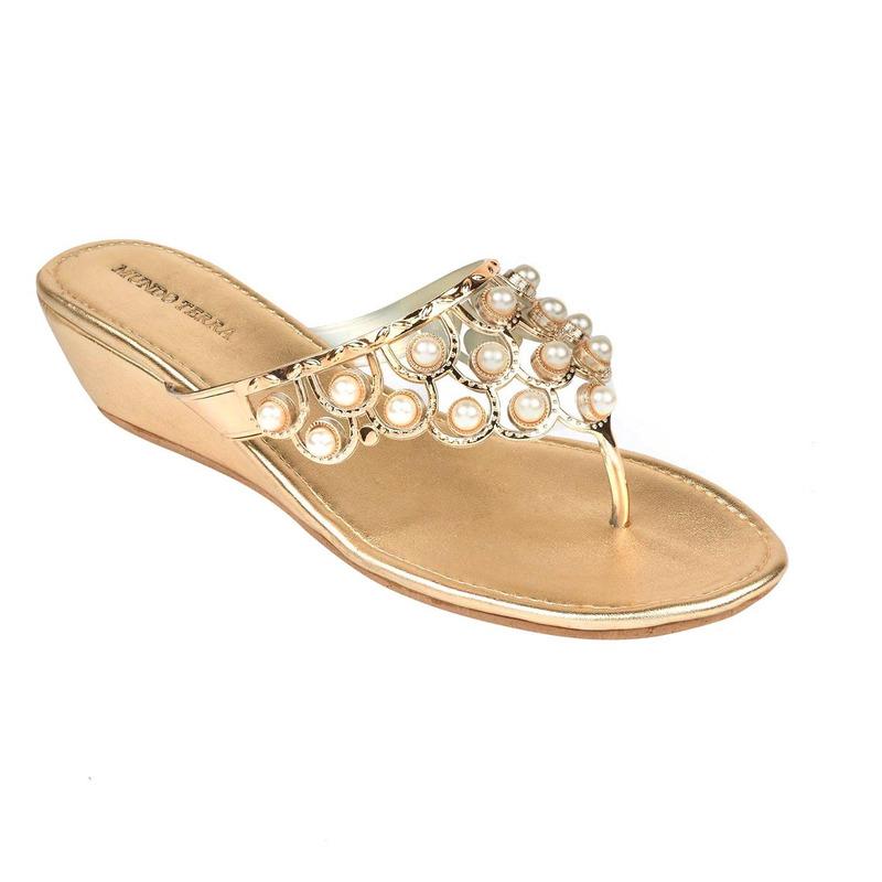 Sandalia plataforma dorada con perlas  016511