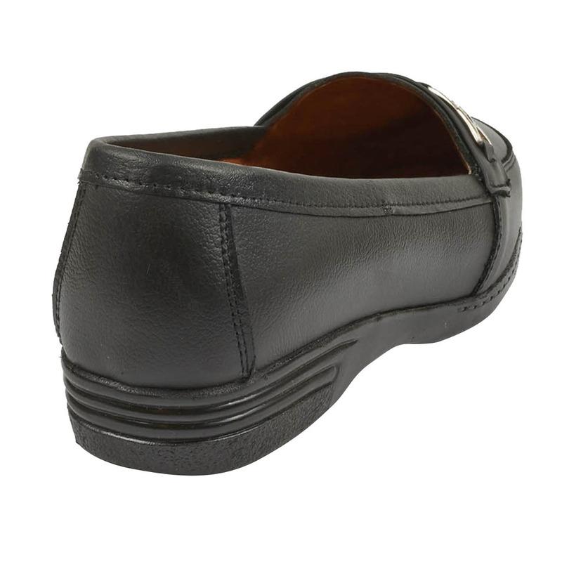 Mocasín negro con broche 016631